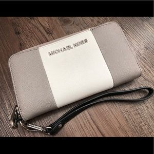👝 [Michael Kors] Stripped Wallet Gray/White